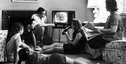 family_watching_tv_582